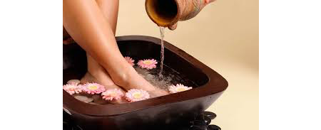 Comment faire un bain de pieds aux gros sel?