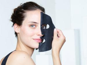 masque tissu au charbon de garnier skin active